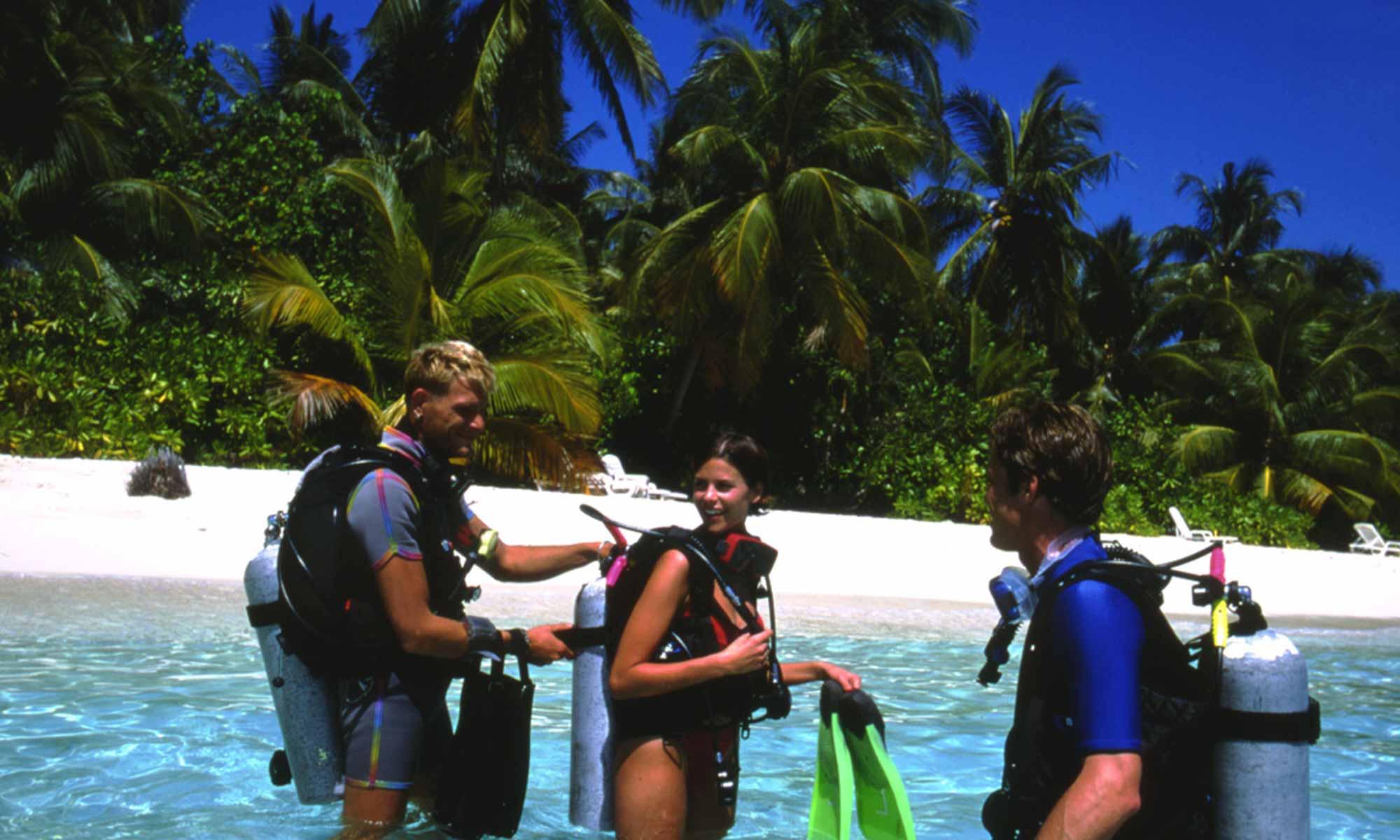 Slow Dive Indischer Ozean Malediven Euro Divers Eriyadu Strand Abtauchen