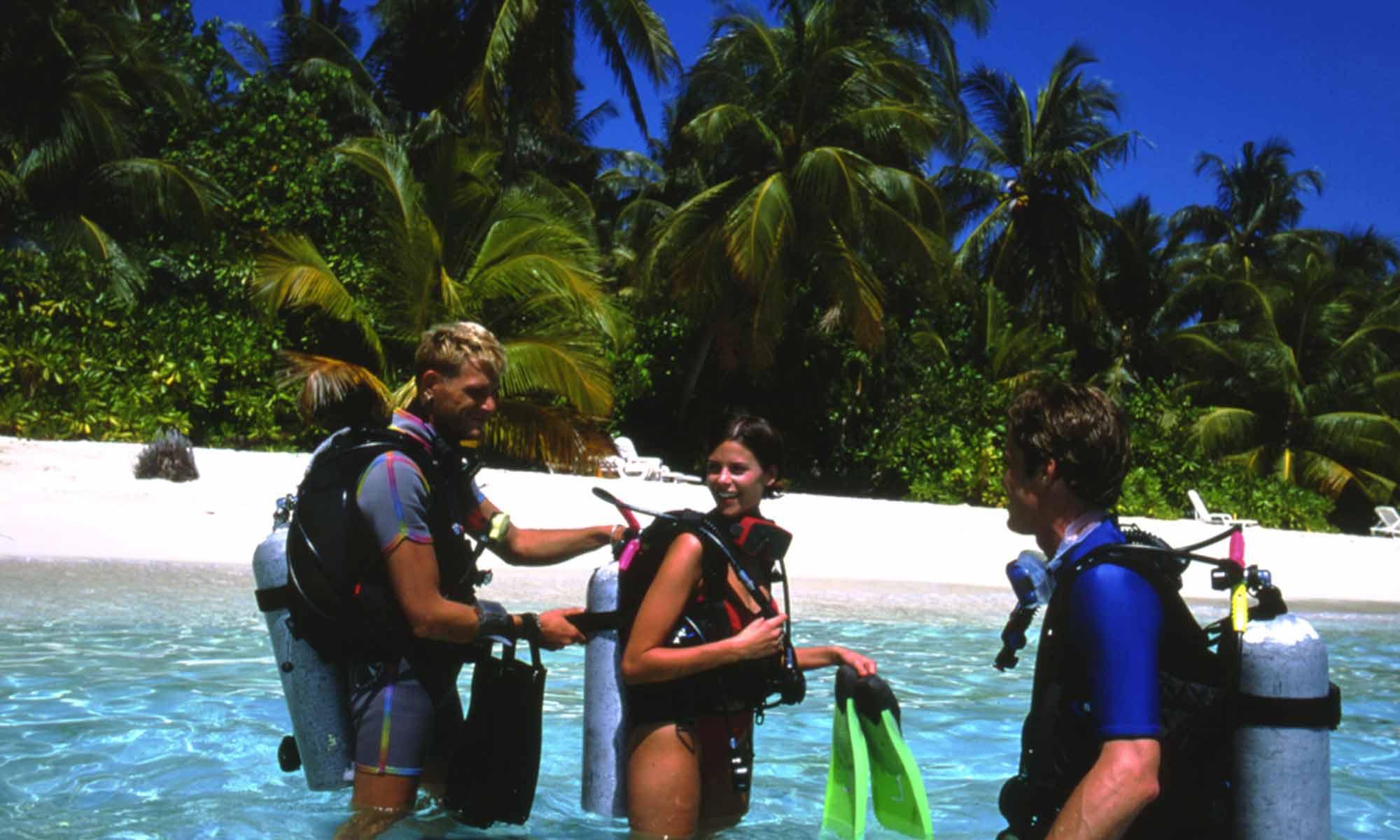 Slow Dive Indischer Ozean Malediven Euro Divers Vilamendhoo Strand