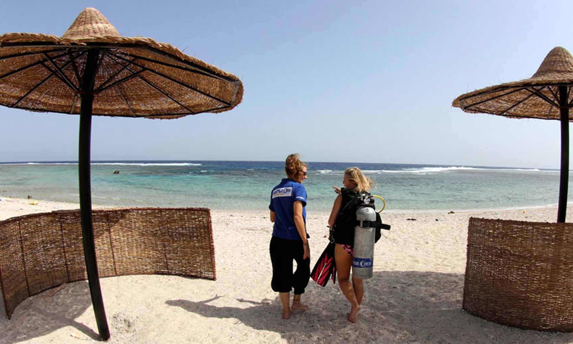 Slow Dive Rotes Meer Ägypten Emperor Divers Marsa Alam Strand Tauchen