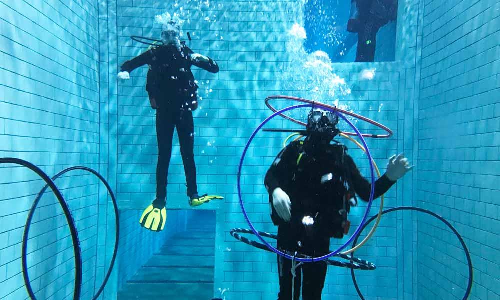 Slow Dive Tauchen lernen Divers Indoor Pool