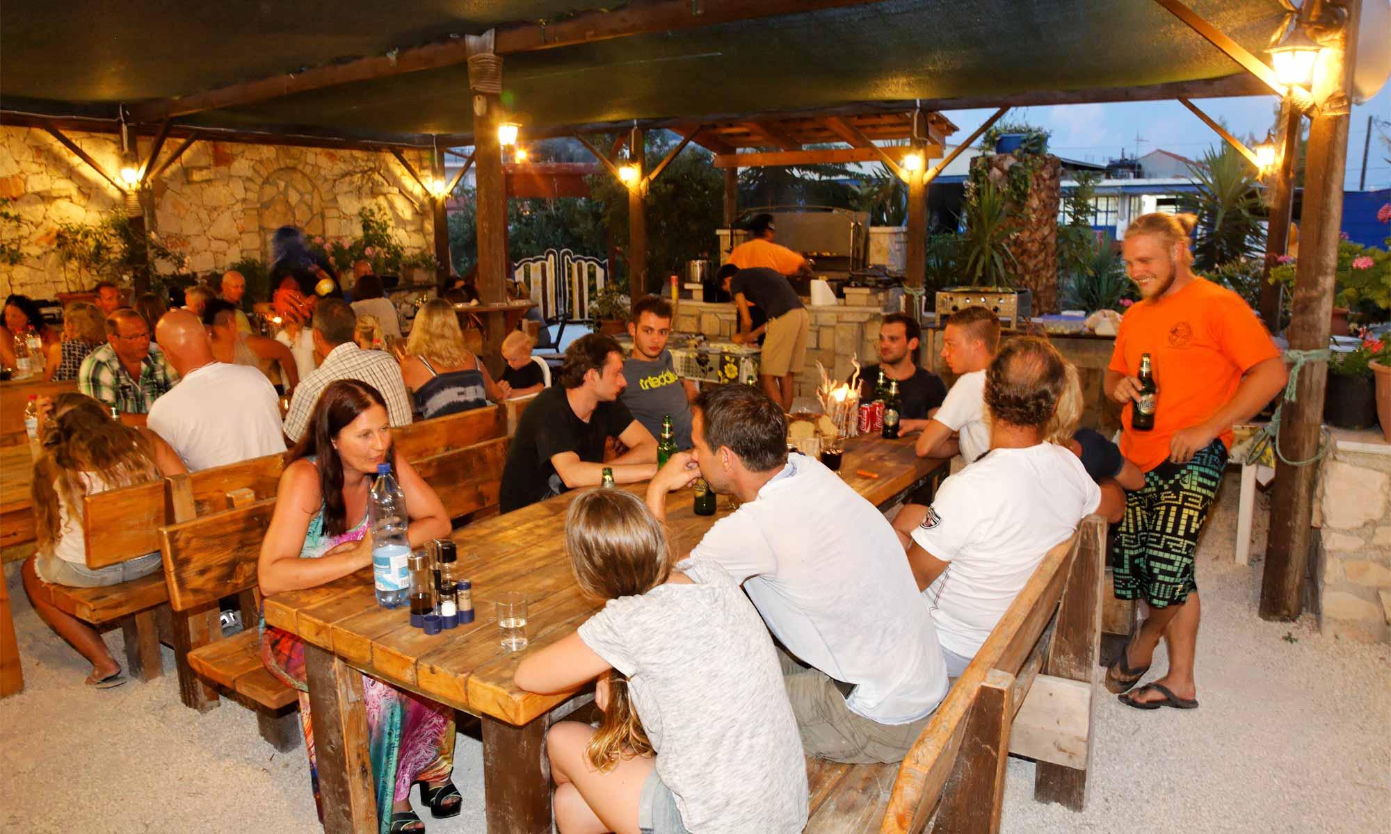 Slow Dive Angebote Griechenland Zakynthos Dive Inn Grillabend